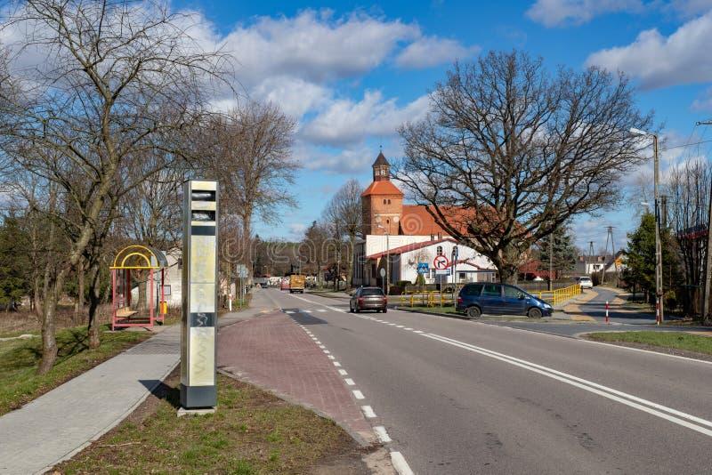 Kwakowo, pomorskie/Польша - 19-ое марта 2019: Старая закрытая камера скорости в застроенной местности Измерение скорости в городе стоковое фото