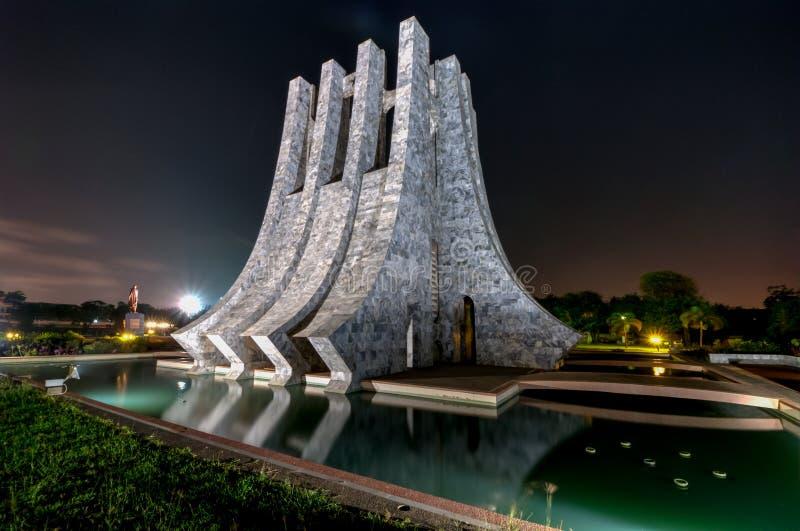 Kwame Nkrumah Memorial Park bij nacht - Accra, Ghana stock afbeelding