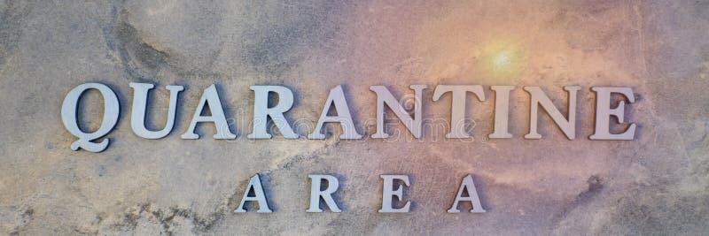 Kwarantanna, napisane drewniane listy na kamiennym tle zdjęcie royalty free