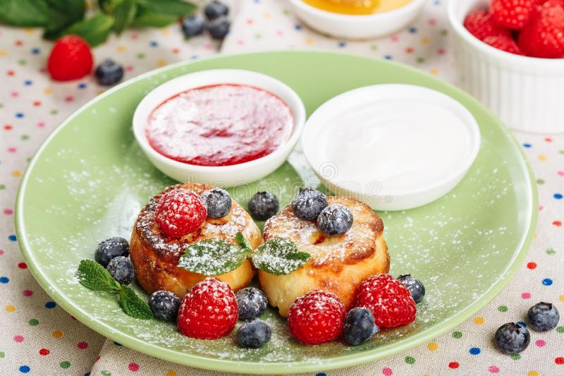 Kwarkpannekoek Zoet Berry Meal Side View royalty-vrije stock foto's