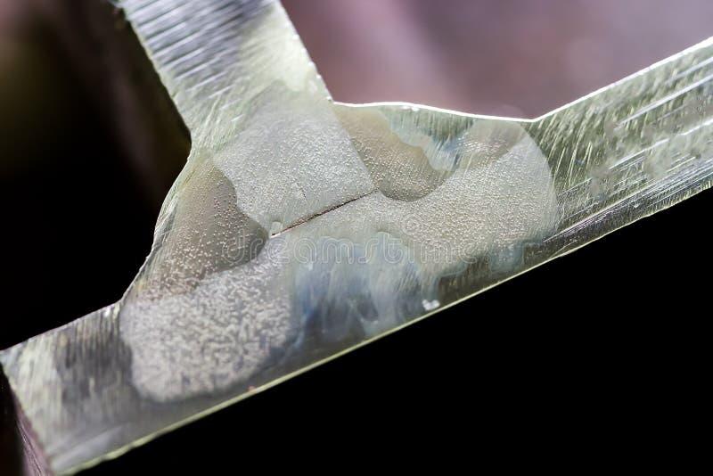 Kwas ryje test dla spawalniczej głębii w połówka cala gęsty stalowy makro- fotografia stock