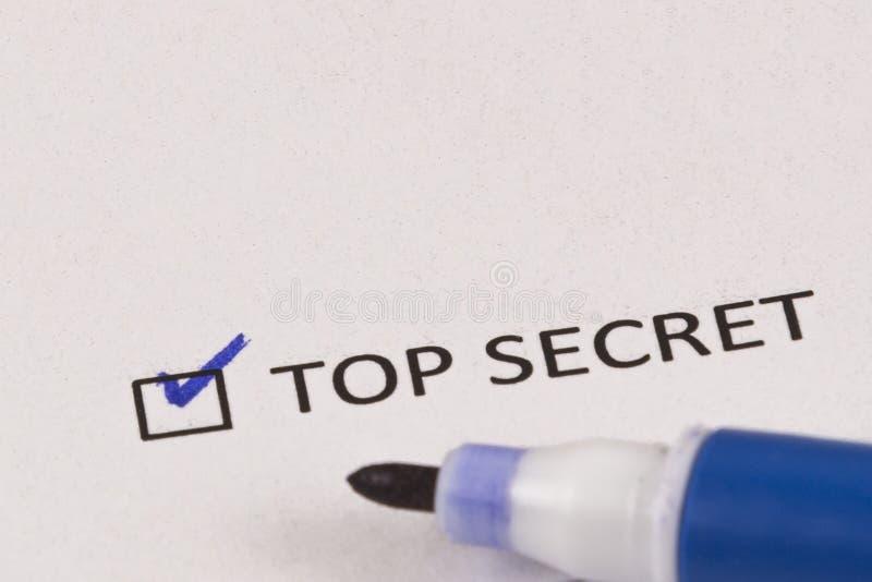 Kwestionariusz, ankieta Sprawdzać pudełko z wpisowym ściśle tajny i błękitnym markierem obraz royalty free