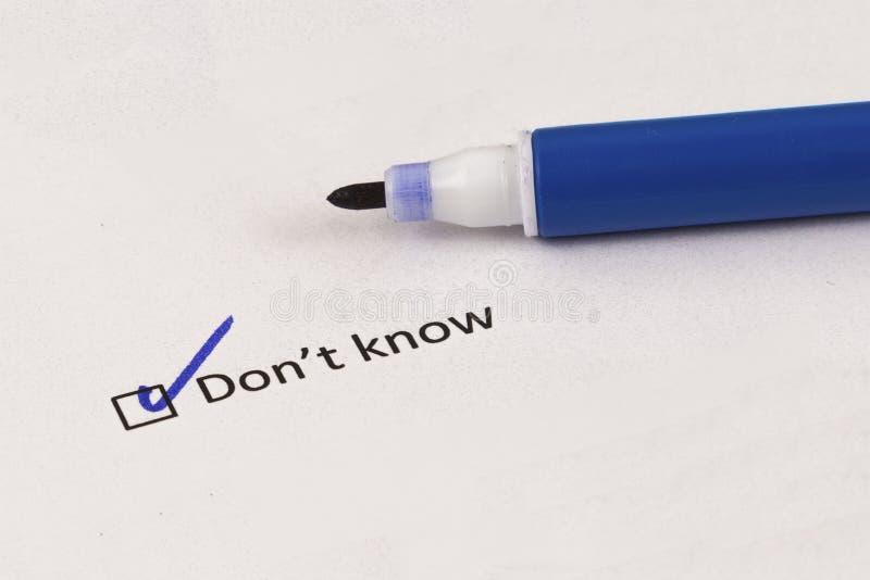 Kwestionariusz, ankieta Sprawdzać pudełko z wpisowym Don ` t zna i błękitny markier zdjęcia stock