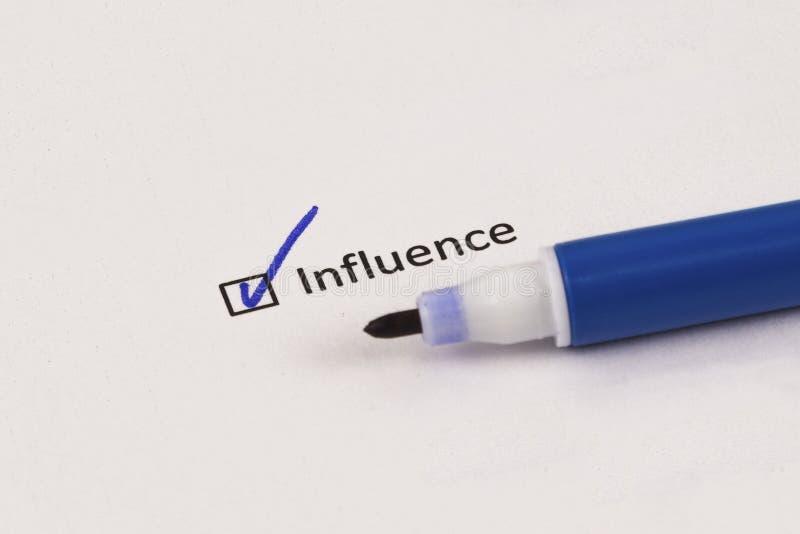 Kwestionariusz, ankieta Sprawdzać pudełko z wpisowym oddziaływaniem i błękitnym markierem obrazy stock