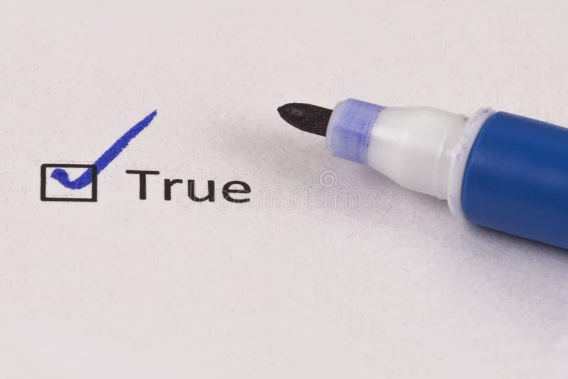 Kwestionariusz, ankieta Sprawdzać pudełko z wpisowym Prawdziwym i błękitnym markierem zdjęcie royalty free