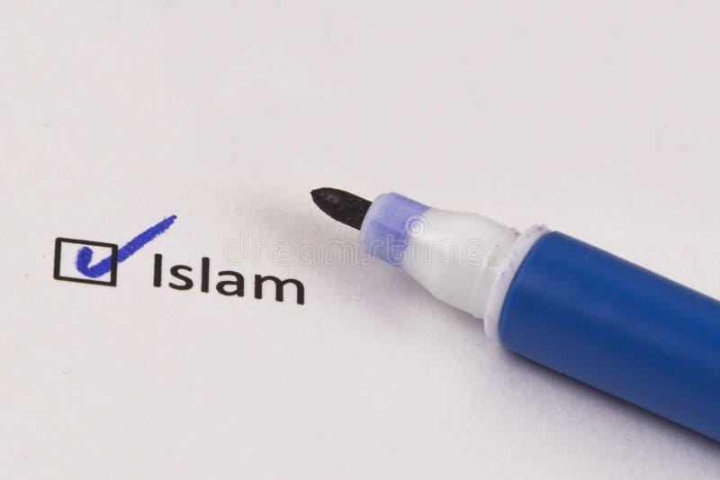 Kwestionariusz, ankieta Sprawdzać pudełkowaty z wpisowym islamem i błękitnym markierem zdjęcia stock
