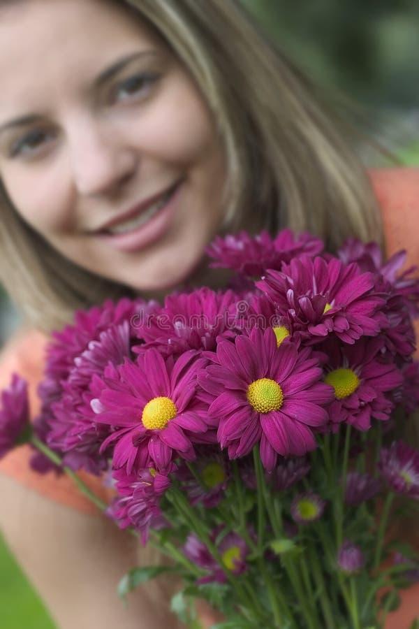 Download Kwiaciarka zdjęcie stock. Obraz złożonej z stokrotka, kobieta - 144336