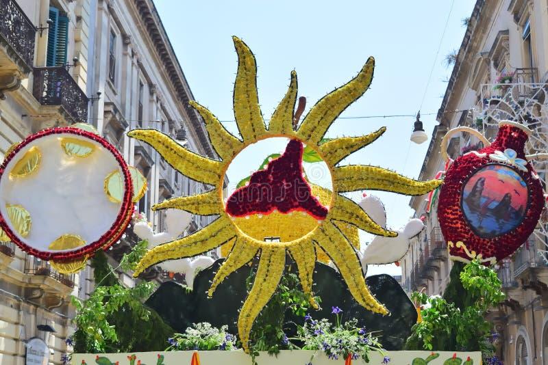 Kwiaciasty pławik przedstawia różnorodnych charaktery fantazja fotografia stock