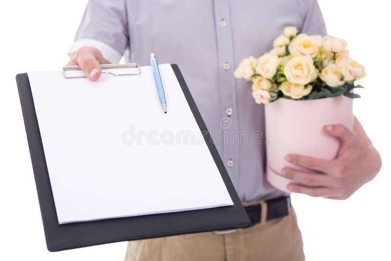 Kwiat dostawa - kwiaty i pusty schowek w samiec wręczają iso zdjęcie royalty free