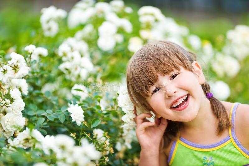 Kwiat dziewczyny ono uśmiecha się zdjęcia royalty free