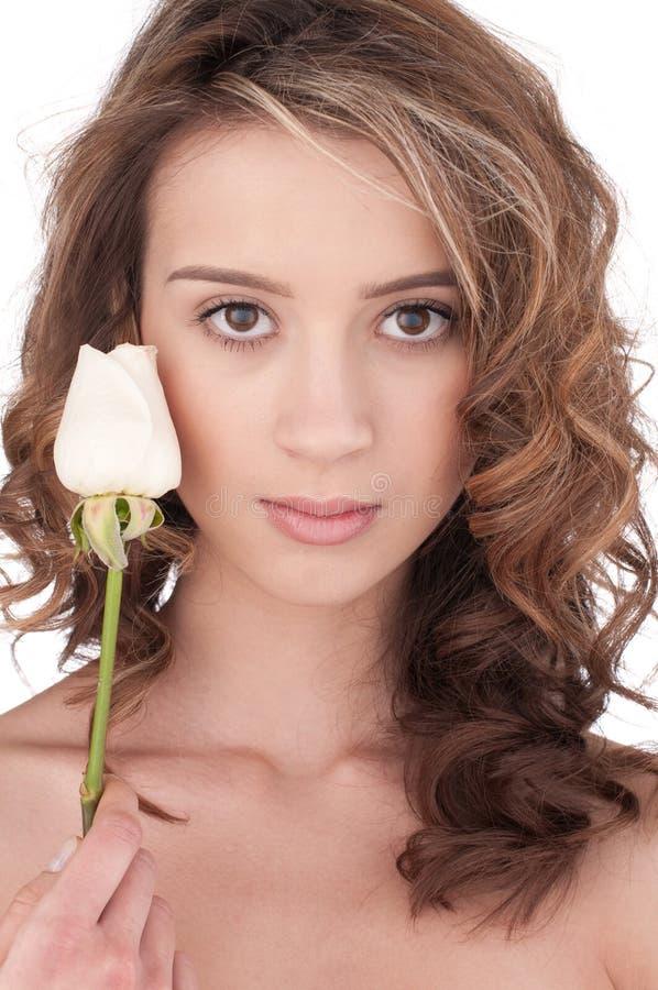 kwiat piękna zamknięta dziewczyna wzrastał w górę biel obrazy stock