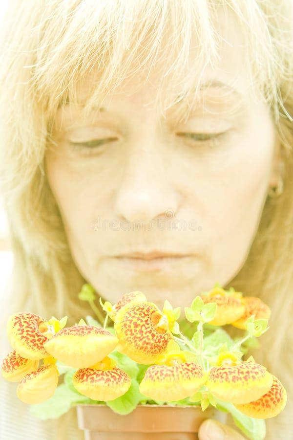 kwiat troskliwa kobieta zdjęcia stock