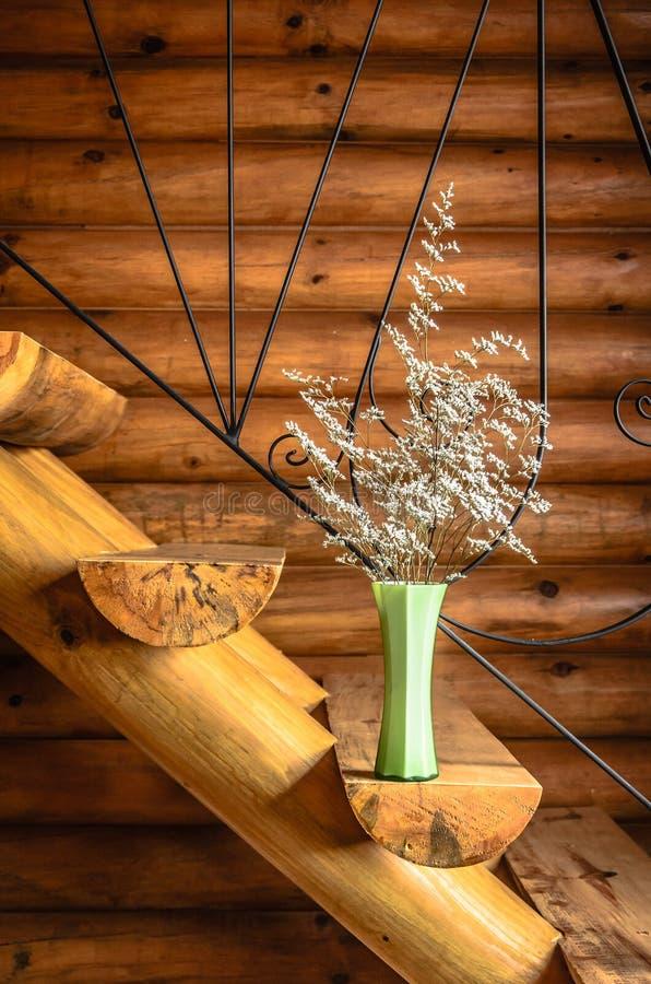 kwiat waza na drabinie obrazy stock