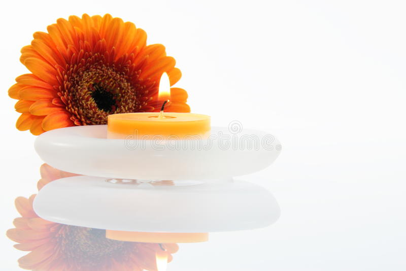 Kwiat z świeczką zdjęcia stock