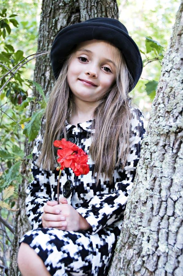 kwiatu dziewczyny czerwieni drzewo obrazy stock