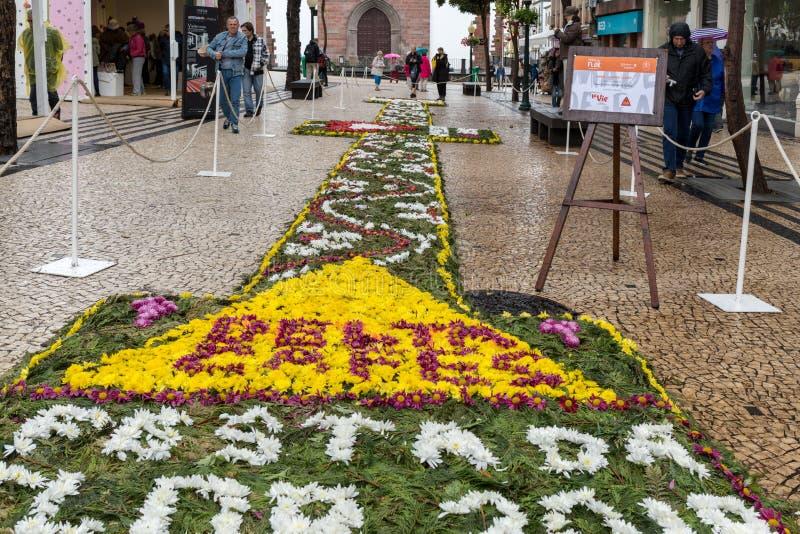 Kwiatu festiwal - sławni kwieciści dywany w centrum miasta Funchal wzdłuż środkowego deptaka Avenida Arriaga madeira obrazy stock