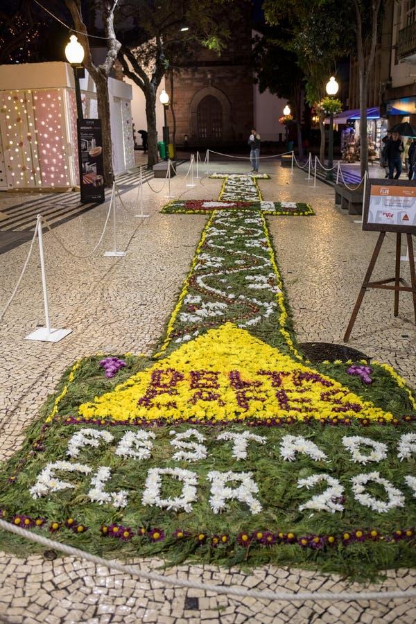 Kwiatu festiwal - sławni kwieciści dywany w centrum miasta Funchal wzdłuż środkowego deptaka Avenida Arriaga madeira obraz royalty free