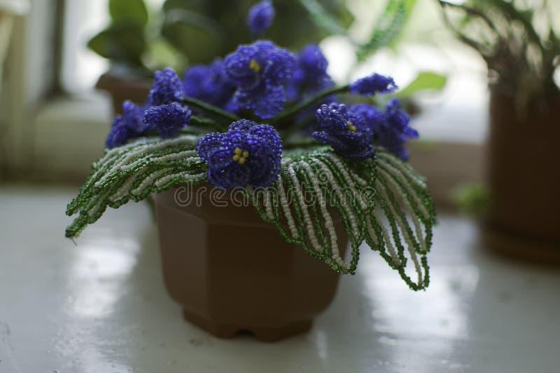 Kwiatu koralik robić z ich swój ręki fotografia royalty free