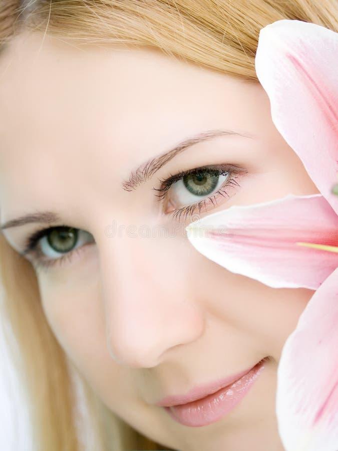 kwiatu lelui kobieta obraz stock