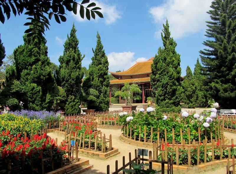 Kwiatu ogród w pagodzie fotografia stock
