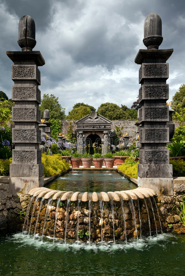 kwiatu ogródu ornamental staw fotografia stock