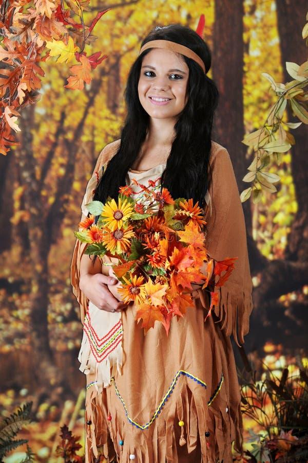 Kwiatu zgromadzenia indianina dziewczyna zdjęcia royalty free