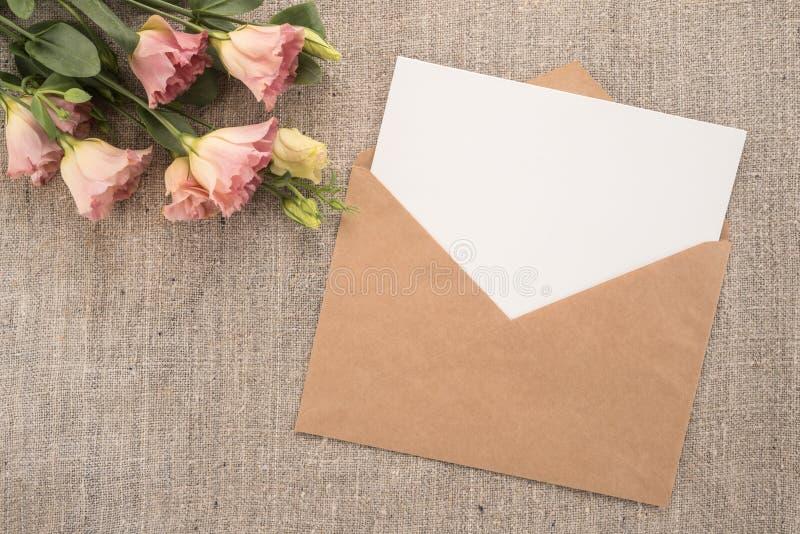 Kwiaty i koperta obraz royalty free