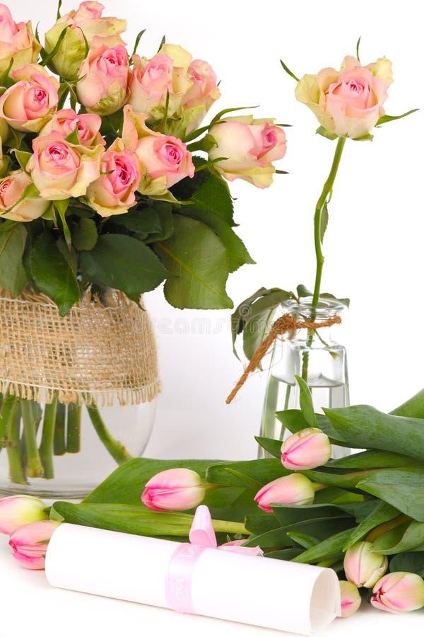 Kwiaty i prezenta świadectwo obraz stock