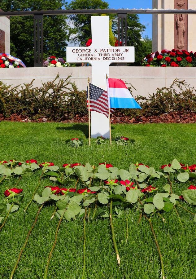 Kwiaty na generała Patton's grób na wakacyjnym weekendzie fotografia royalty free