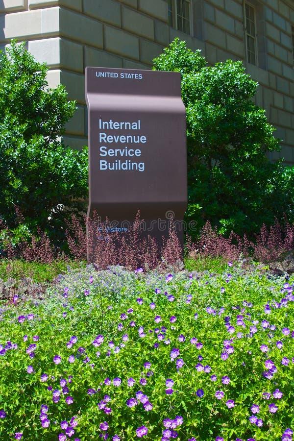 Kwiaty przed IRS budynkiem zdjęcie stock