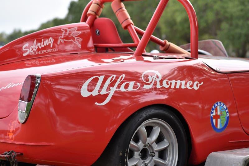 Kwiecień 2019, St Petersburg, Floryda - czerwony alfa Romeo klasyk zdjęcie royalty free