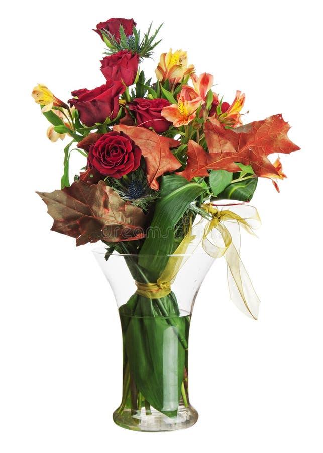 Kwiecisty bukiet róże i leluje odizolowywający na białym tle. obraz royalty free