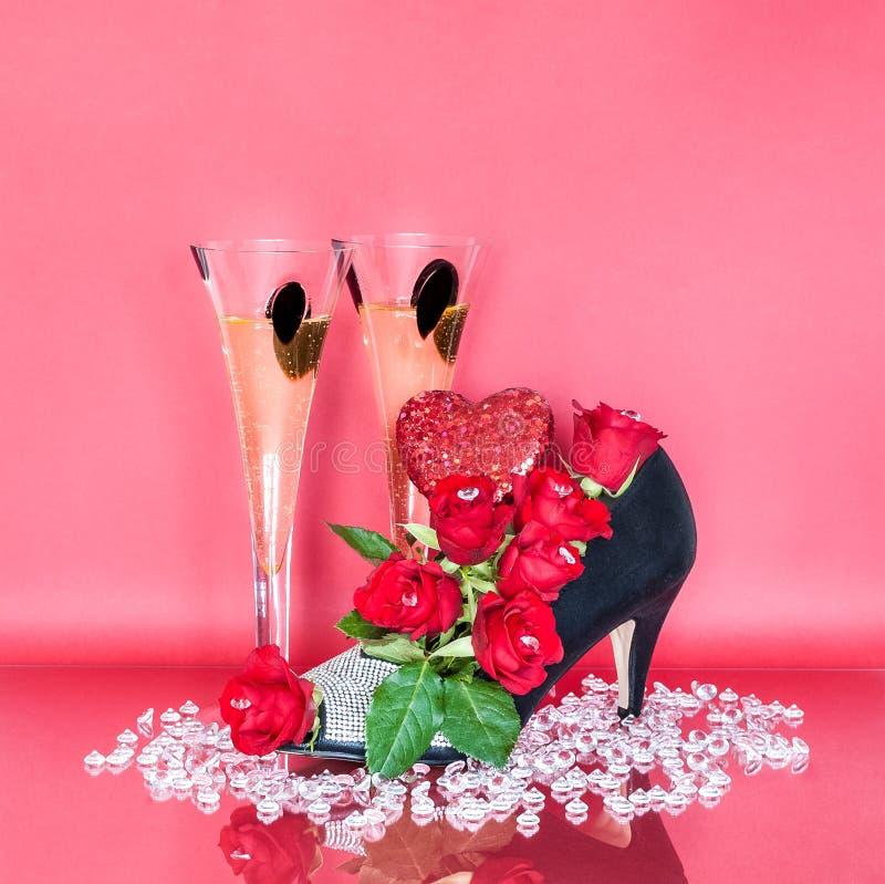 Kwiecisty Obuwiany Centerpiece z szkłami szampan dla walentynki ` s dnia zdjęcie stock