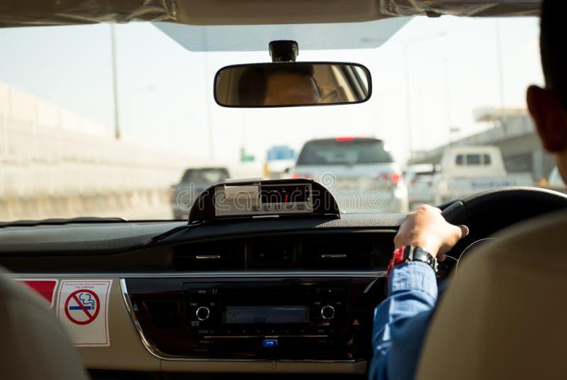 Kwit drukarka w taxi z taksówkarzem obraz royalty free