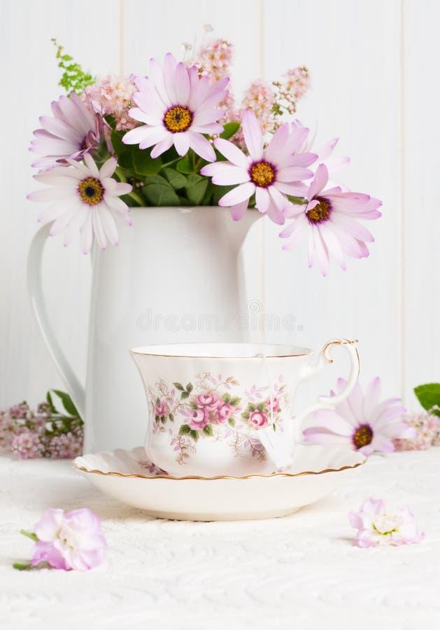 kwitnie teacup fotografia stock