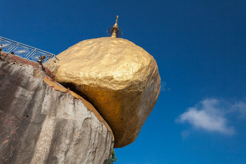 Kyaikhtiyo som är guld- vaggar, den Kyaiktiyo pagoden arkivfoto
