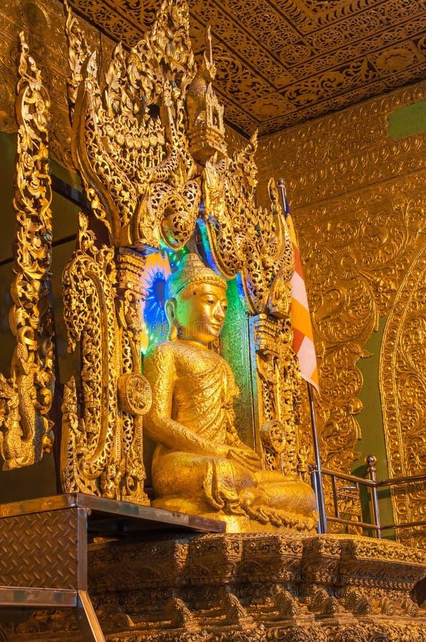 Kyaikhto Myanmar - Februari 22, 2014: Kyaikpawlaw Buddhabild arkivfoton