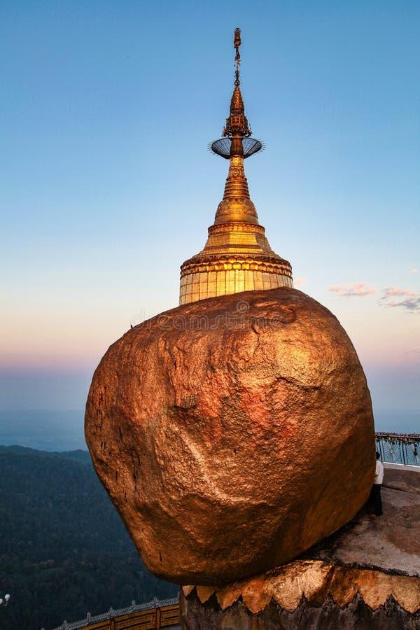 Kyaiktiyo-Pagode alias goldenes Rocki in Birma, Myanmar stockfotos