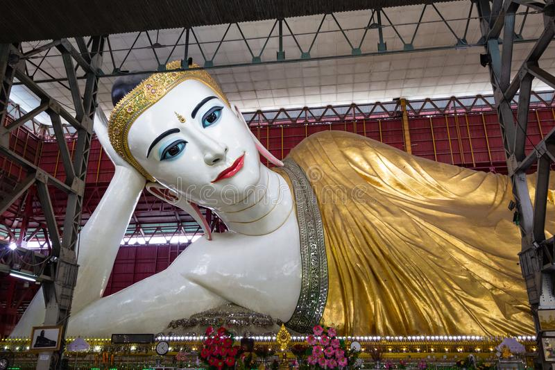 Kyauk Htat Gyi возлежа Будда стоковое изображение rf