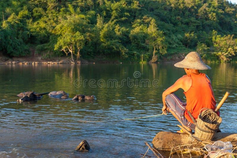 KYAUKME, MYANMAR - 2 de dezembro de 2014: Não identificado fotografia de stock royalty free