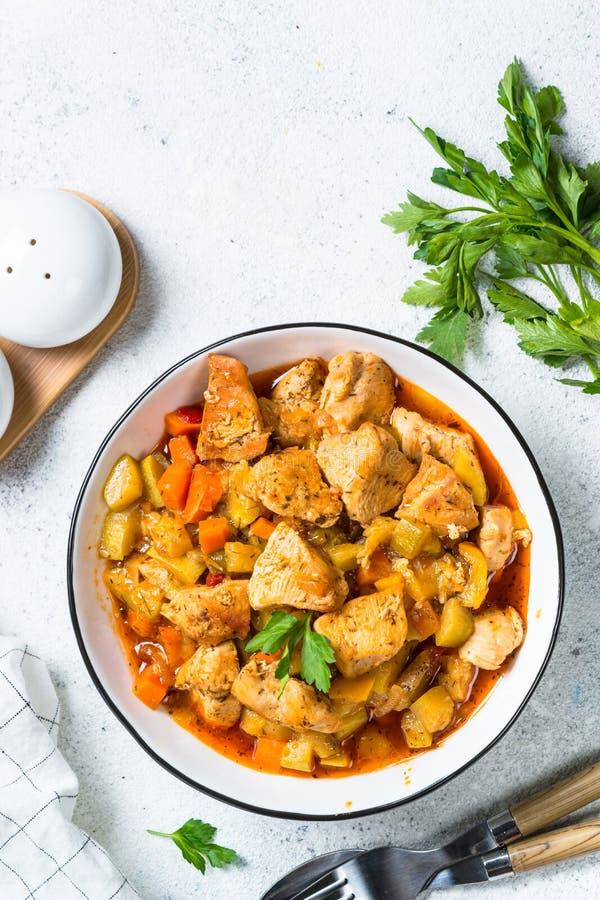 Kycklinggryta med grönsaker, bästa sikt royaltyfri foto