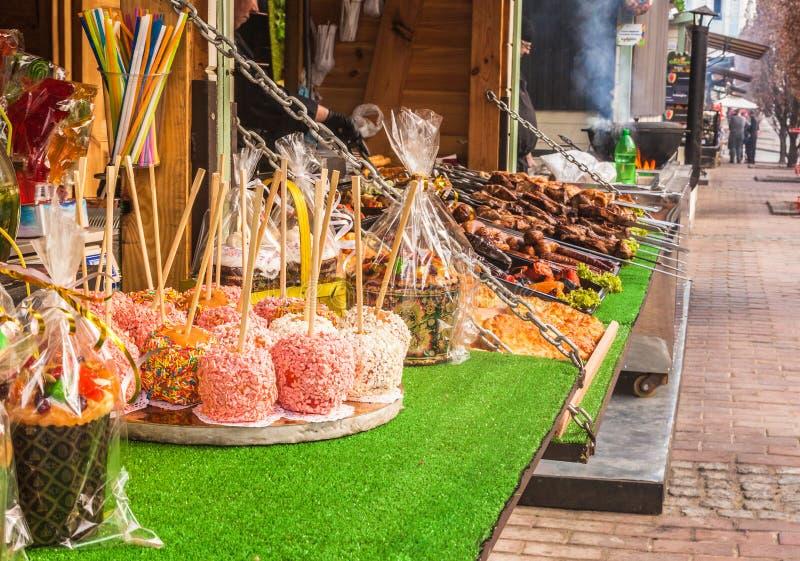 KYIV,乌克兰:在复活节彩蛋乌克兰节日的街道食物  库存图片