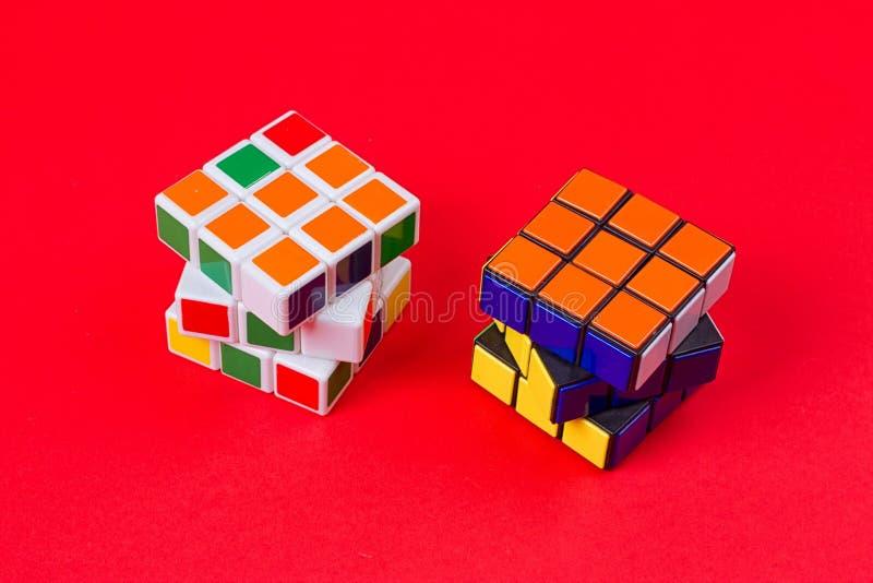 Kyiv,乌克兰- 2017年9月20日, :Rubik在桃红色的` s立方体 在1974年Rubik匈牙利建筑师发明的` s立方体Erno Rubik 免版税库存照片
