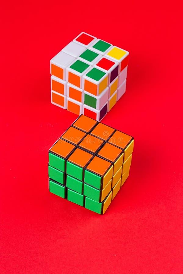 Kyiv,乌克兰- 2017年9月20日, :Rubik在桃红色的` s立方体 在1974年Rubik匈牙利建筑师发明的` s立方体Erno Rubik 免版税库存图片