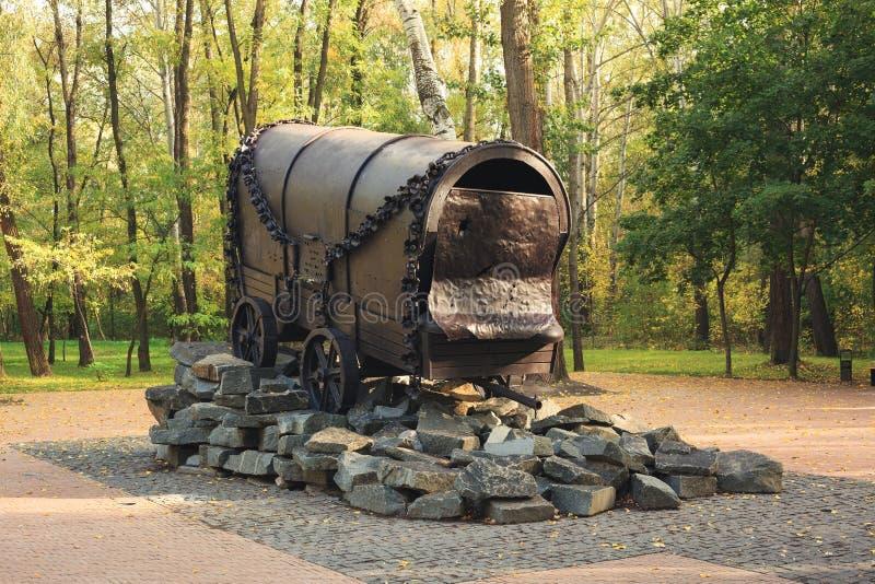 KYIV,乌克兰- 2017年9月25日:在1940-1945纪念碑`对纳粹处决的罗马人民的吉普赛无盖货车` 库存照片