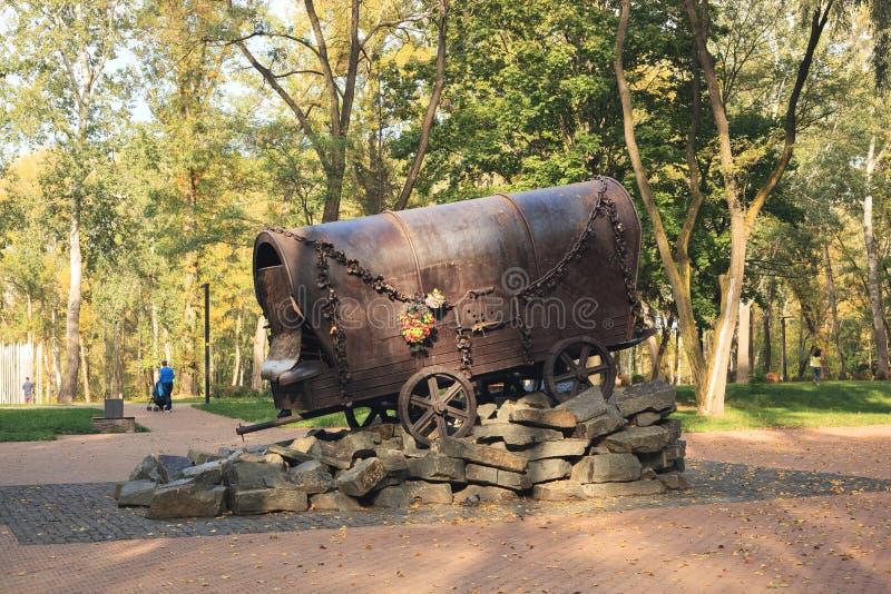 KYIV,乌克兰- 2017年9月25日:在1940-1945纪念碑`对纳粹处决的罗马人民的吉普赛无盖货车` 库存图片