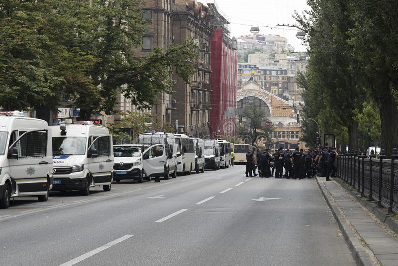 KYIV, ΟΥΚΡΑΝΊΑ - 23 Ιουλίου 2019: Αυτοκίνητα ειδικής δύναμης αστυνομίας που παρέχουν την ασφάλεια στην πόλη στοκ εικόνες
