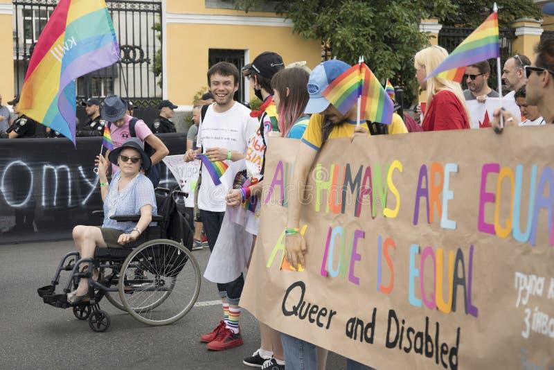 Kyiv, Ουκρανία στις 23 Ιουνίου 2019 Η ετήσια παρέλαση LGBT υπερηφάνειας Ομοφυλοφιλική παρέλαση υπερηφάνειας με τα χρώματα ουράνιω στοκ εικόνα