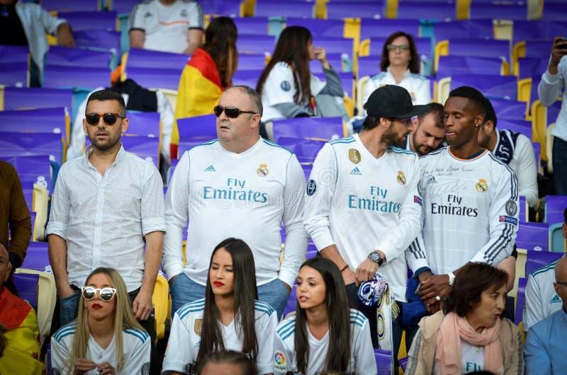 KYIV, УКРАИНА - 26-ОЕ МАЯ 2018: Вентиляторы Real Madrid на стадионе su стоковое изображение