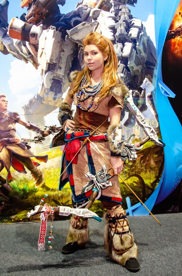 Kyiv, de Oekra?ne - April 12, 2019: Horizon Nul Dawn Aloy Cosplay in 2019 tentoonstelling VAN DE EEG stock fotografie